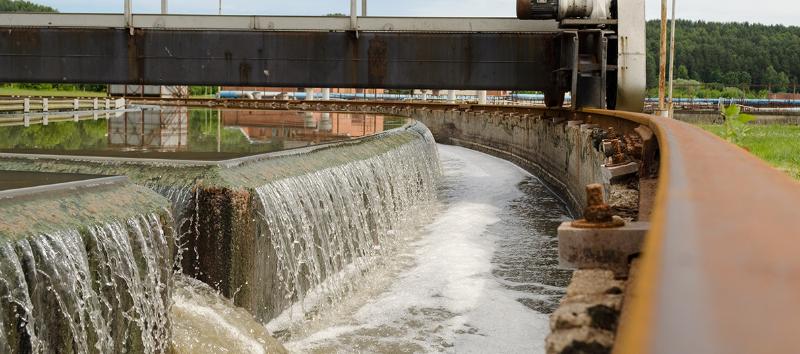 Système de traitement écologique des eaux usées
